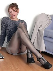 8 pictures - upskirt paparatzzi shots picture gallery