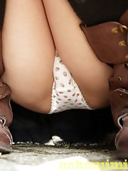 12 pictures - The sweetest upskirt asses really close