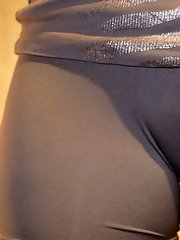 12 pictures - Cameltoe upskirt gallery