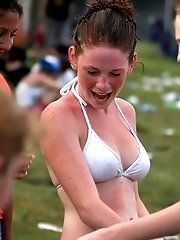 24 pictures - Extremely wet bikinis sexily wrapping hot bodies
